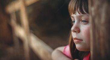 Una bambina sola