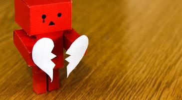 Un cuore spezzato come simbolo del rifiuto