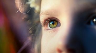 sguardo di una bambina